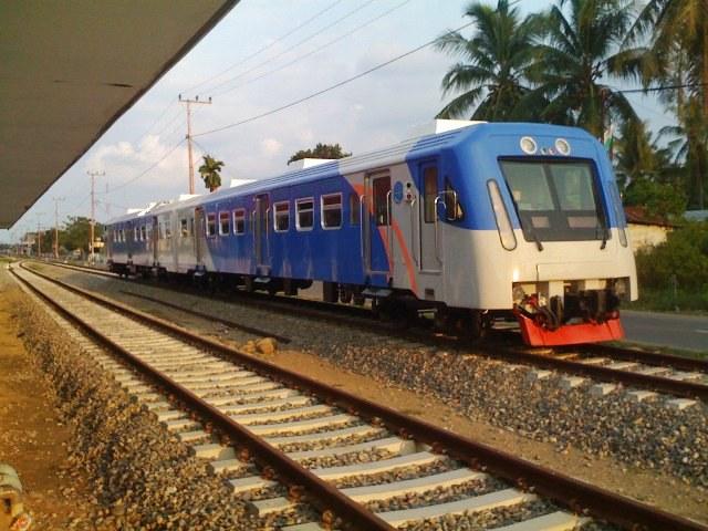 Kereta Api di Krueng Geukueh (Foto blog.adikcilak.com)