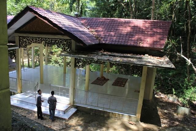 Tempat Sholat di Komplek Pemakaman Teuku Umar