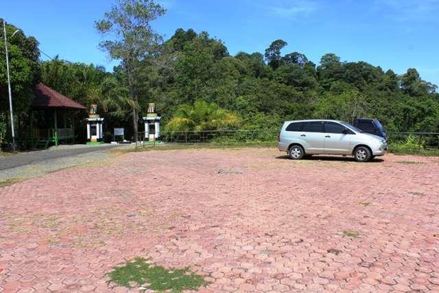 Tempat Parkir Mobil Makam Teuku Umar